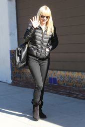 Anna Faris Street Style - Out in Los Angeles, December 2014