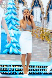 Ariana Grande Performing in the Disney Parks Christmas Parade in Orlando - December 2014