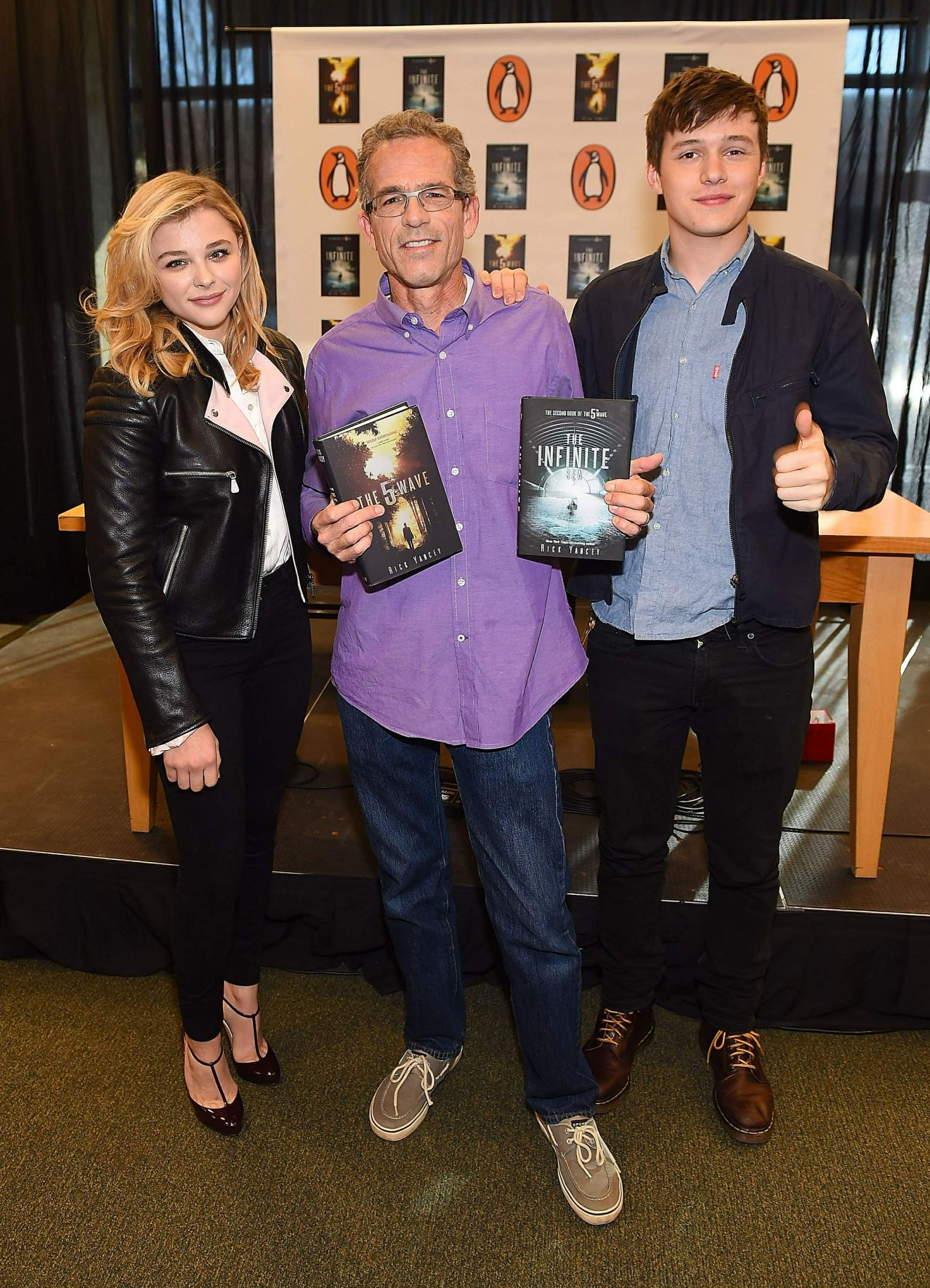 Chloe Moretz - 'The 5th Wave' Book & Movie Promotion