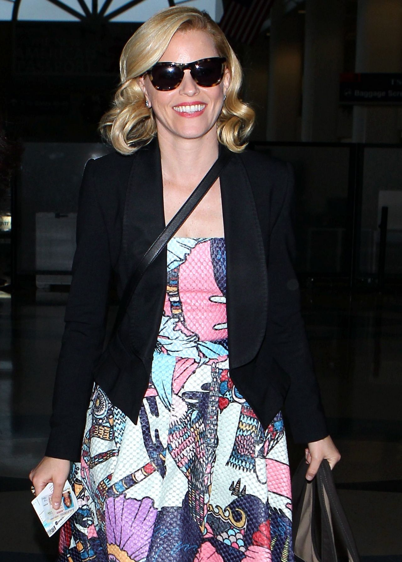Elizabeth Banks - Caught arriving at LAX Airport - December 2014