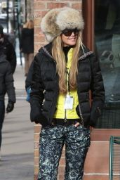 Elle Macpherson Winter Style - Out in Aspen - December 2014