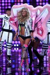Elsa Hosk – 2014 Victoria's Secret Fashion Show – Runway in London