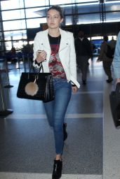 Gigi Hadid in Tight Jeans - at LAX Airport in Los Angeles, Dec. 2014