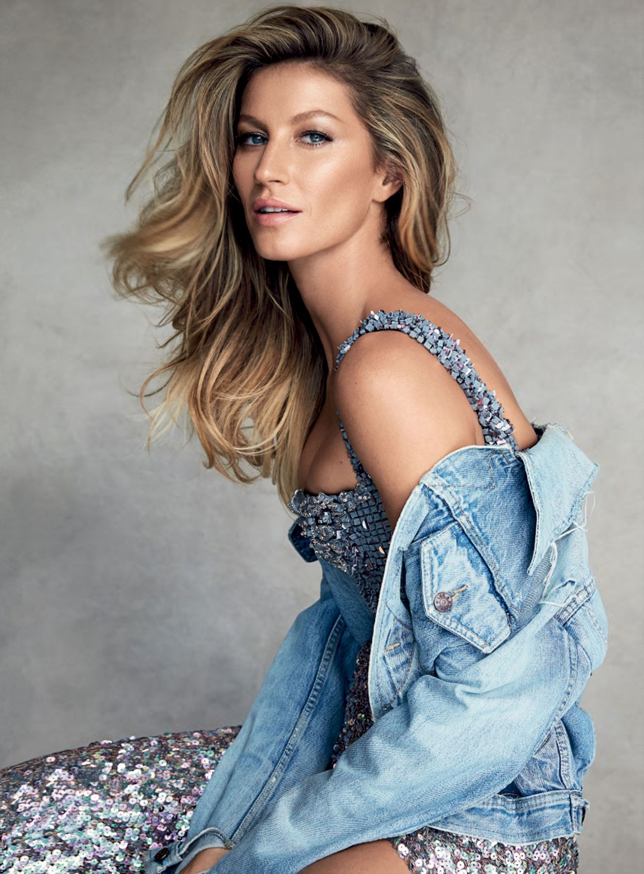 Gisele Bundchen Photoshoot for Vogue Magazine (Australia ... Gisele Bundchen