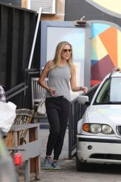 Haylie Duff - Picking up sister Hilary in Beverly Hills - December 2014