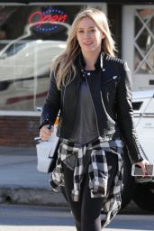 Hilary Duff Street Style - Getting Food in Toluca Lake - December 2014