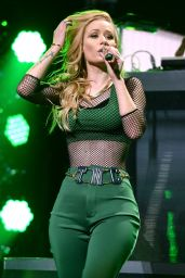 Iggy Azalea – Y100's Jingle Ball 2014 in Miami