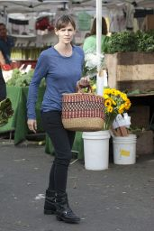 Jennifer Garner Shops at Farmer