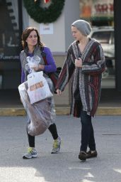 Jennifer Lawrence Street Style - Shopping Bargains on