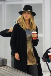 Jessica Alba - Arrives at JFK Airport in New York City - December 2014