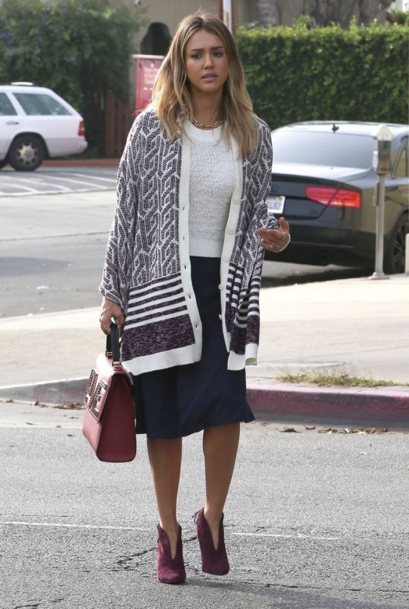 Jessica Alba 2015 Celebrity Photos Street Fashion Running Errands In Los Angeles Dec 2014