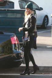 Jessica Alba Street Style - Shopping in West Hollywood - December 2014