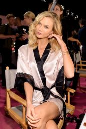 Karlie Kloss – 2014 Victoria's Secret Fashion Show in London – Hair And Makeup