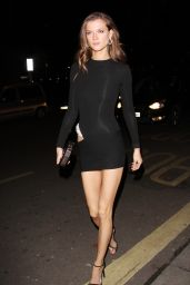 Kasia Struss Leggy - Arriving Back at Her Hotel After the Victoria