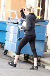 Kirsten Dunst in Leggings - Outside a Gym in Los Angeles, December 2014