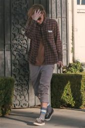 Kristen Stewart - Out for Lunch With a Friend in Santa Monica - December 2014