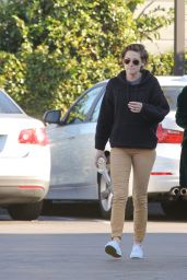 Kristen Stewart Street Style - Out for Lunch With Friends in Los Angeles, Dec. 2014