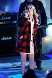 LeAnn Rimes Performs at 2014 Rockefeller Christmas Tree Lighting Ceremony in New York City