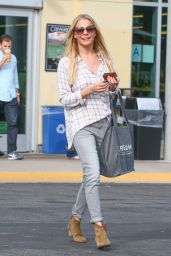 Leann Rimes Street Style - Out Shopping in Los Angeles, Dec. 2014