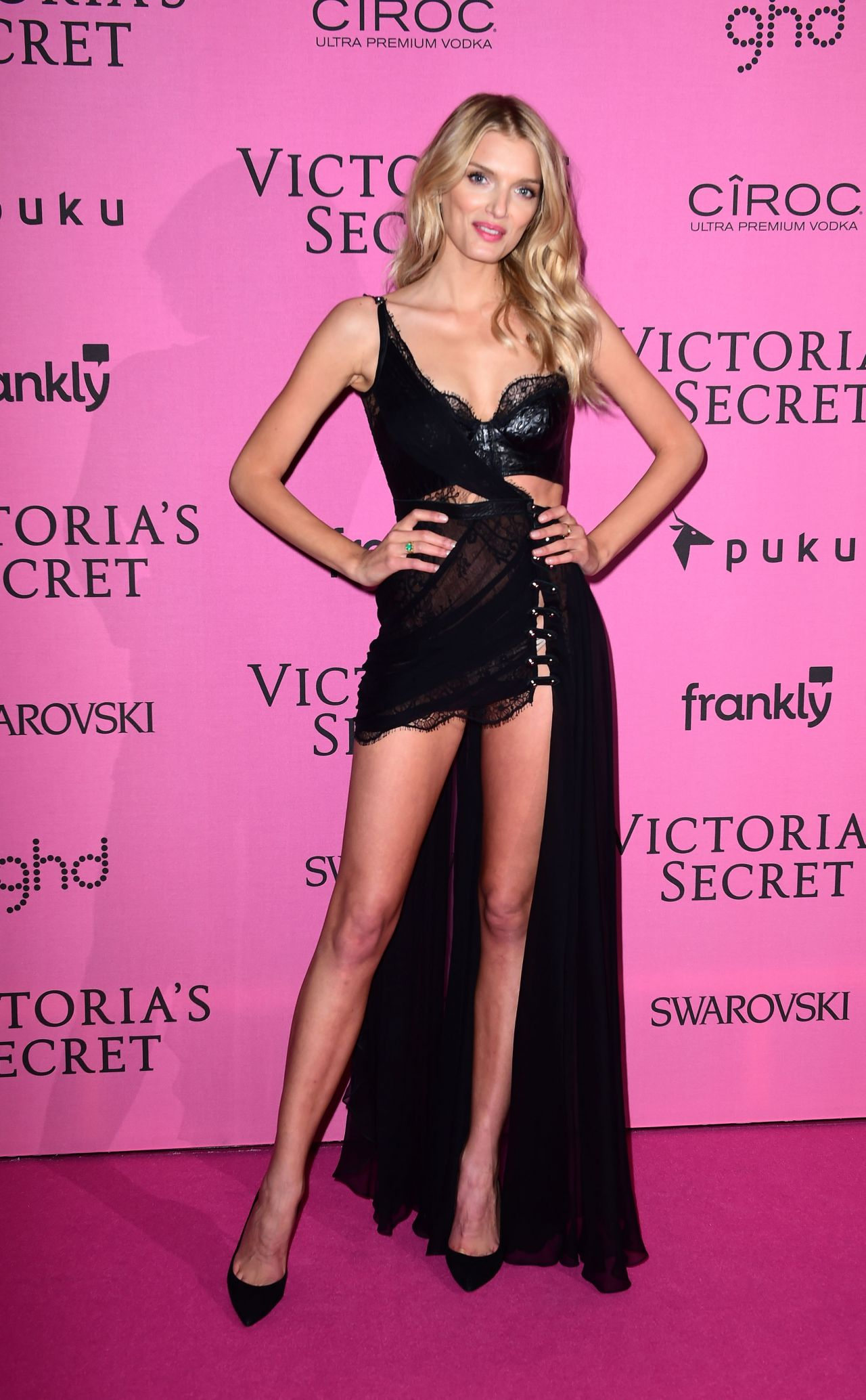 Models hit the pink carpet for the 2017 Victoria s Secret 30