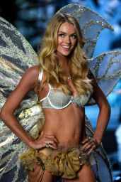 Lindsay Ellingson – 2014 Victoria's Secret Fashion Show – Runway in London