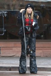 Lori Loughlin - Going Skiing in Aspen - December 2014