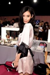 Ming Xi – 2014 Victoria's Secret Fashion Show in London – Hair And Makeup