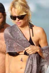 Pamela Anderson in Black Bikini in Hawaii, December 2014