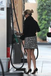 Reese Witherspoon at a Gas station in Los Angeles, December 2014
