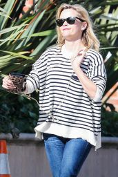 Reese Witherspoon Street Fashion - Leaves Her Office in Santa Monica - December 2014
