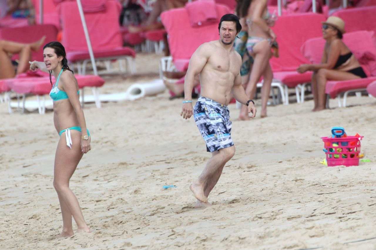Rhea Durham Bikini Candids - With Mark Wahlberg in Barbados - Dec. 2014