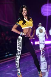 Sara Sampaio – 2014 Victoria's Secret Fashion Show – Runway in London