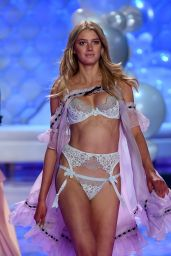 Sigrid Agren – 2014 Victoria's Secret Fashion Show – Runway in London