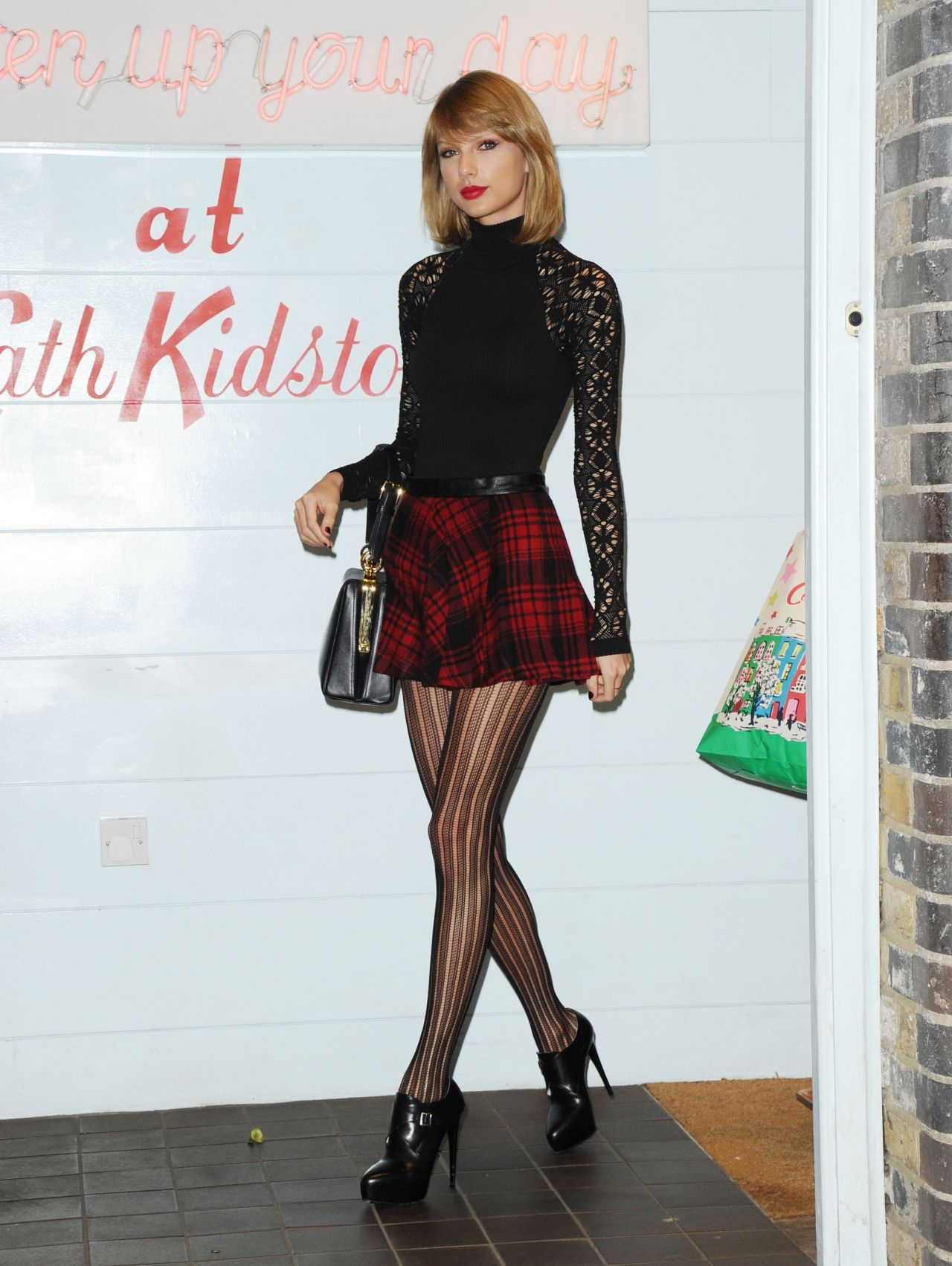 Taylor Swift Displays Long Legs in Mini Skirt