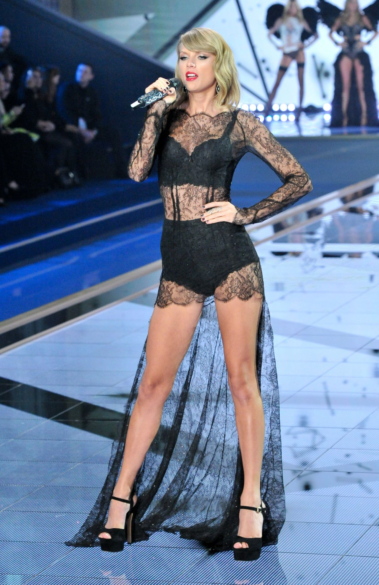 Secret Fashion Show 2014 Taylor Swift Taylor Swift Performs at