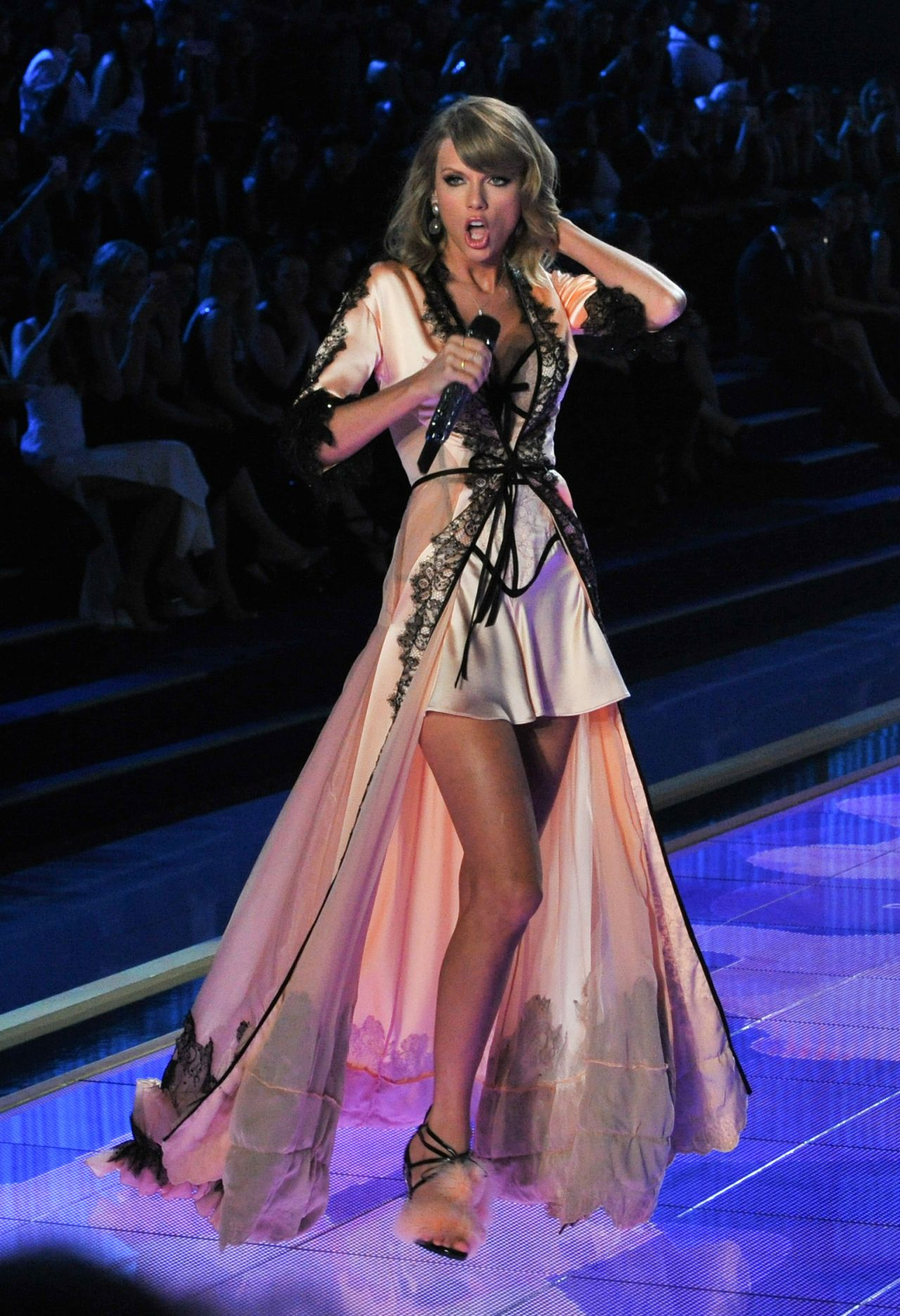Taylor Swift Performs At Victoria S Secret Fashion Show In