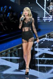 Taylor Swift Performs at Victoria