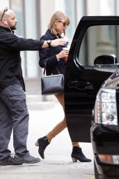Taylor Swift Street Style - Leaves Her Apartment in Lower Manhattan in New York City - Dec. 2014