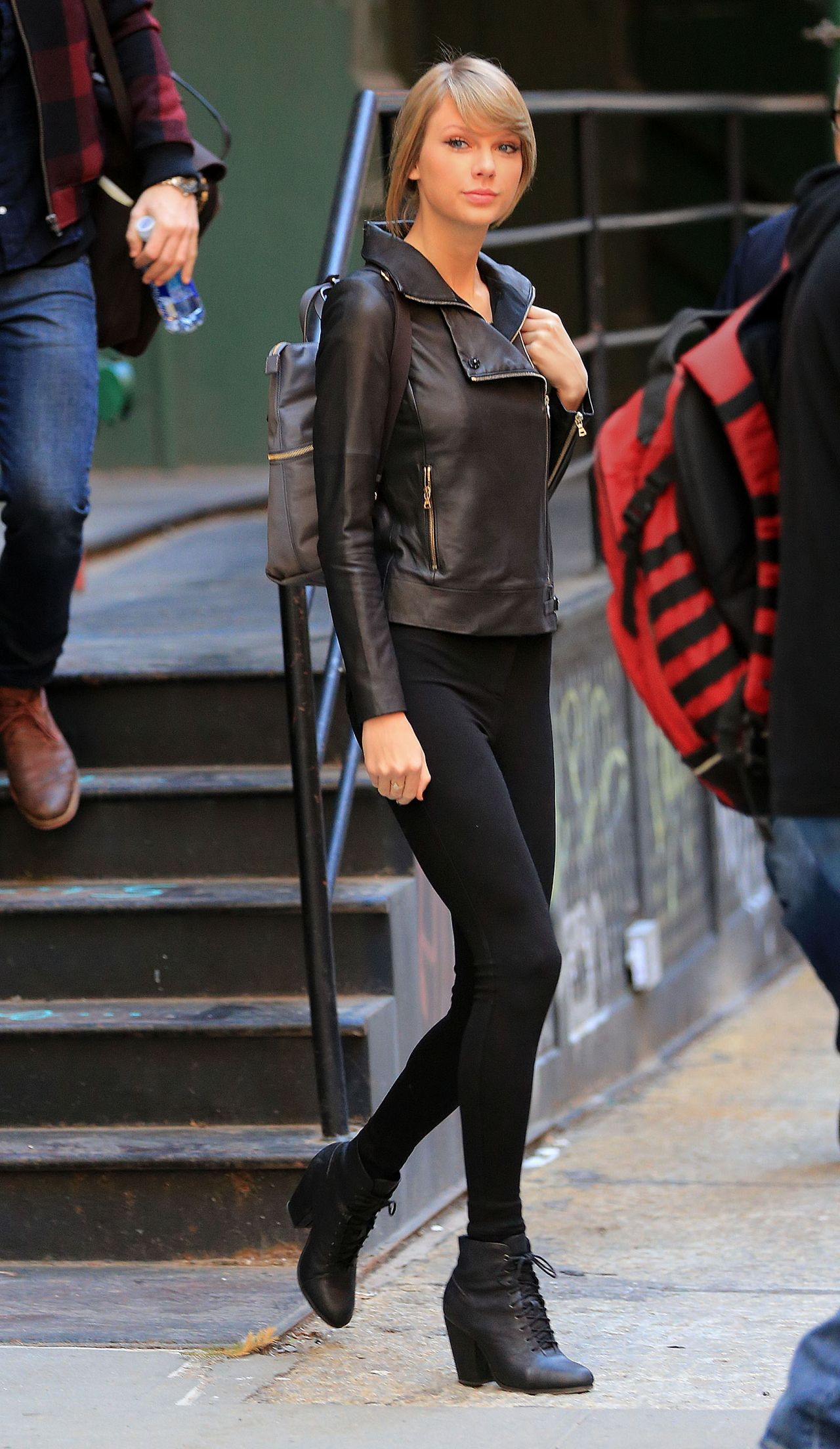 Taylor Swift Street Style Out In Nyc December 2014
