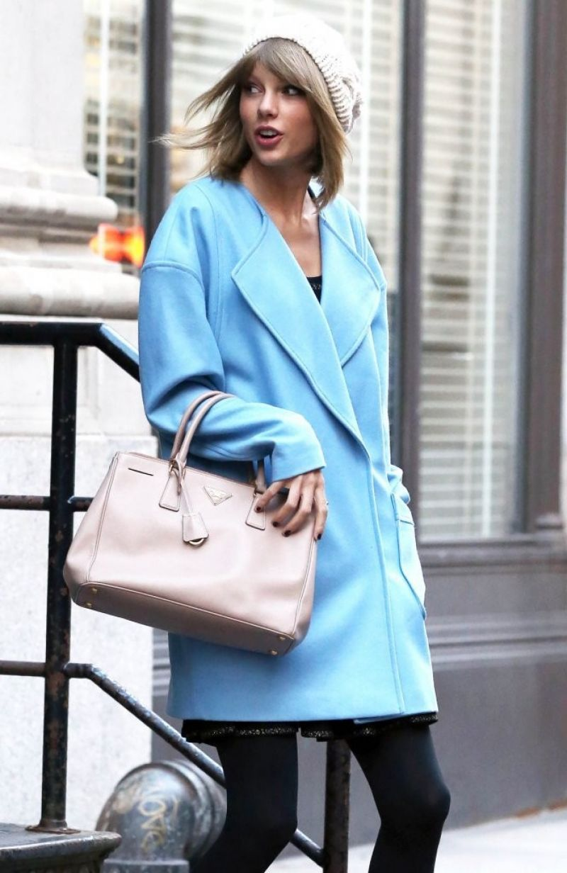 Taylor Swift Style - Leaving Her Apartment in NYC - December 2014