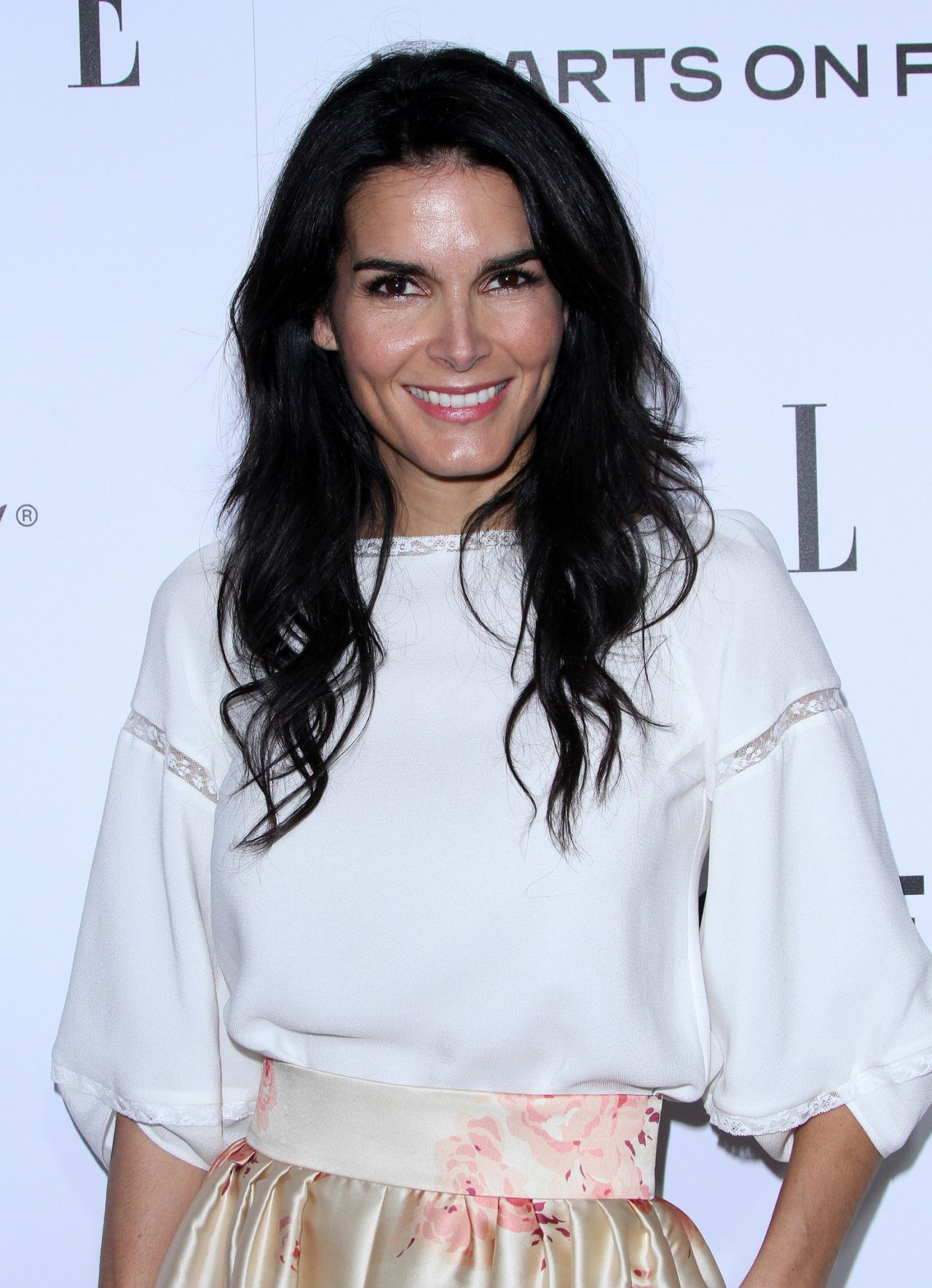 Angie harmon elle 39 s 2015 women in television celebration for Le elle apartments west hollywood