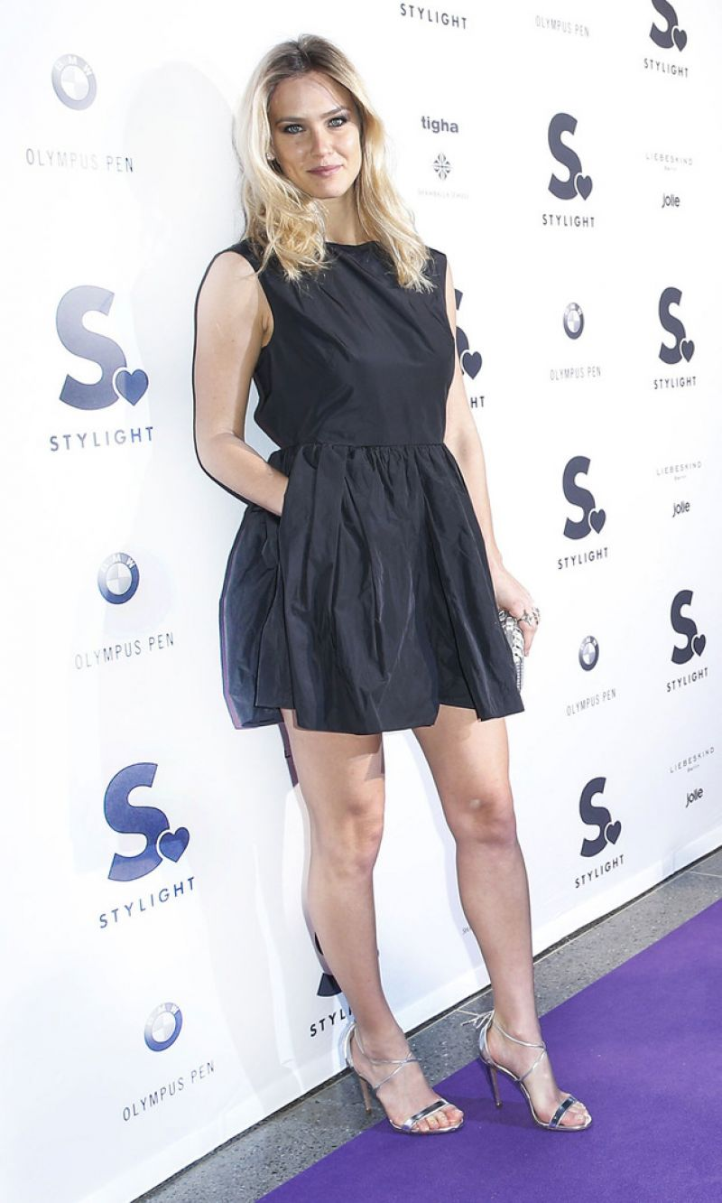 bar refaeli fashion week in berlin red carpet in berlin january 2015. Black Bedroom Furniture Sets. Home Design Ideas