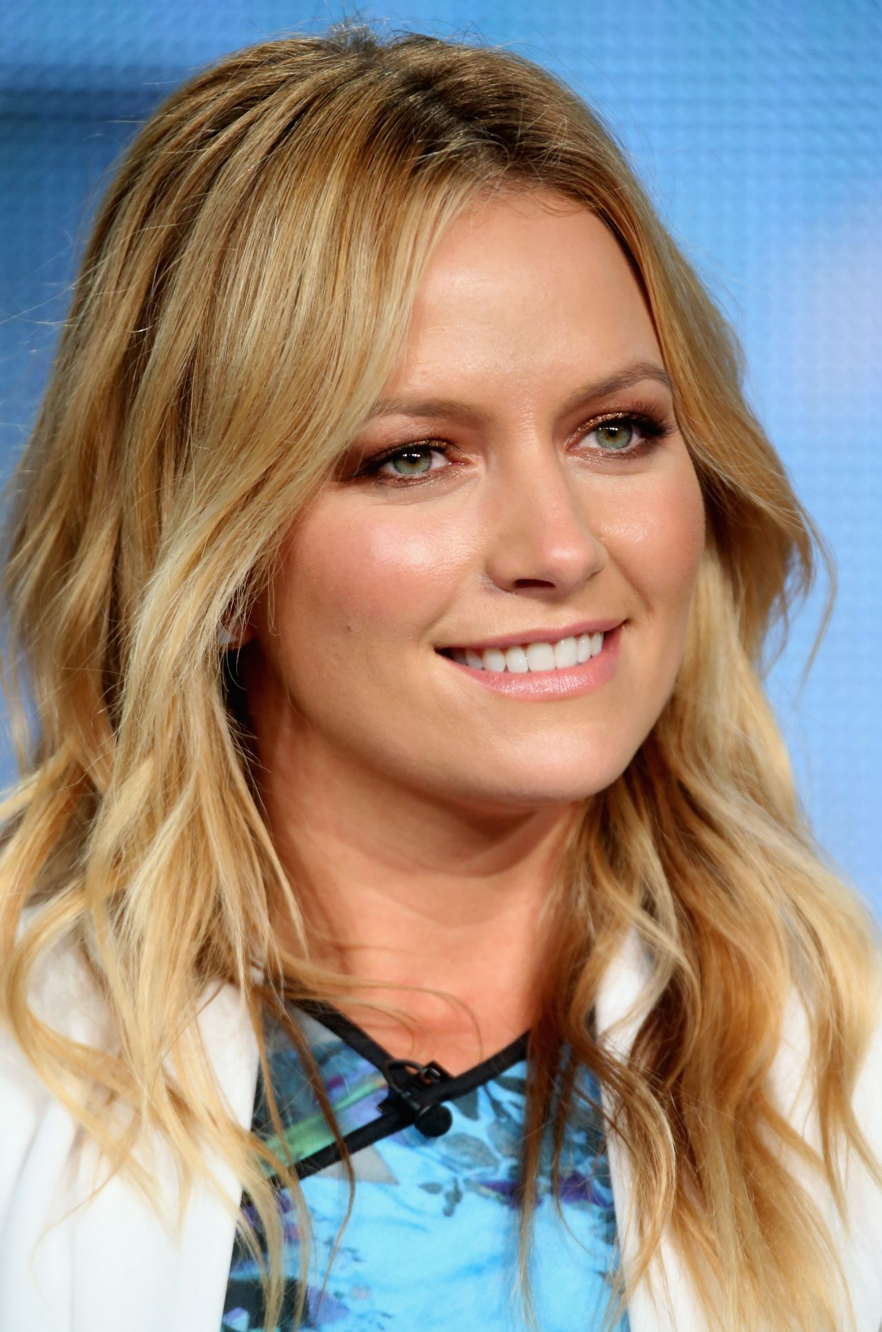 Becki Newton Weird Loners Panael At The Tca Press Tour