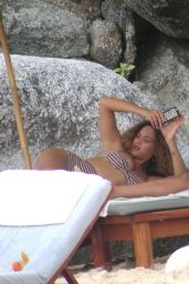 Beyonce - On the Beach in Thailand - Jan. 2015