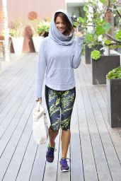 Brooke Burke Street Style - Out Shopping in Malibu - January 2015