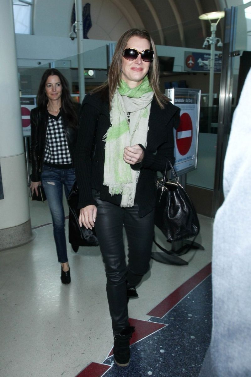 Brooke Shields Street Style At Lax Airport January 2015