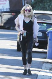 Dakota Fanning in Leggings at Runyon Canyon Park in Los Angeles, Jan. 2015