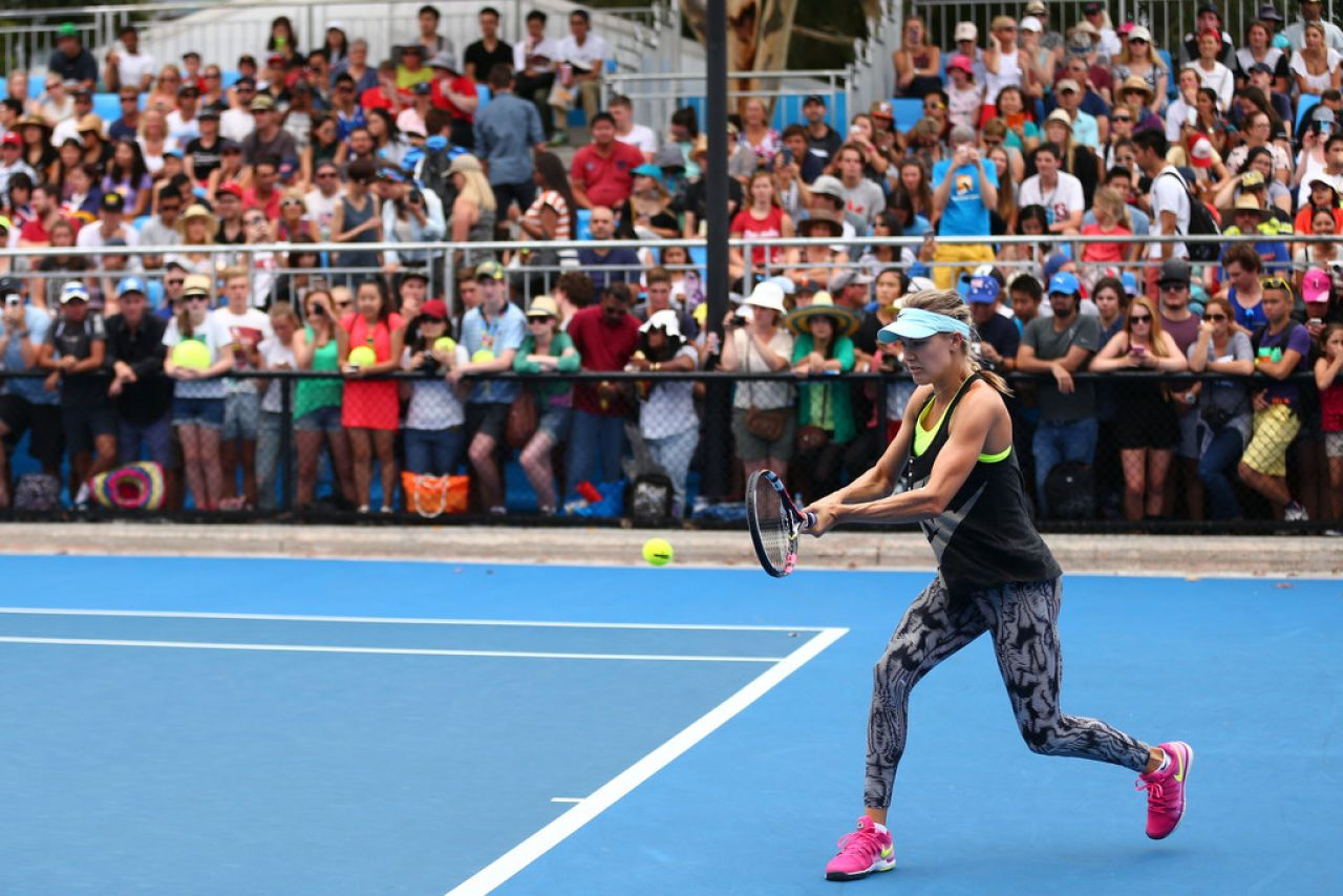 Eugenie Bouchard Booty in Tights - Australian Open 2015, Practice Session