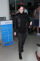 Felicity Jones Style - at LAX Airport, January 2015