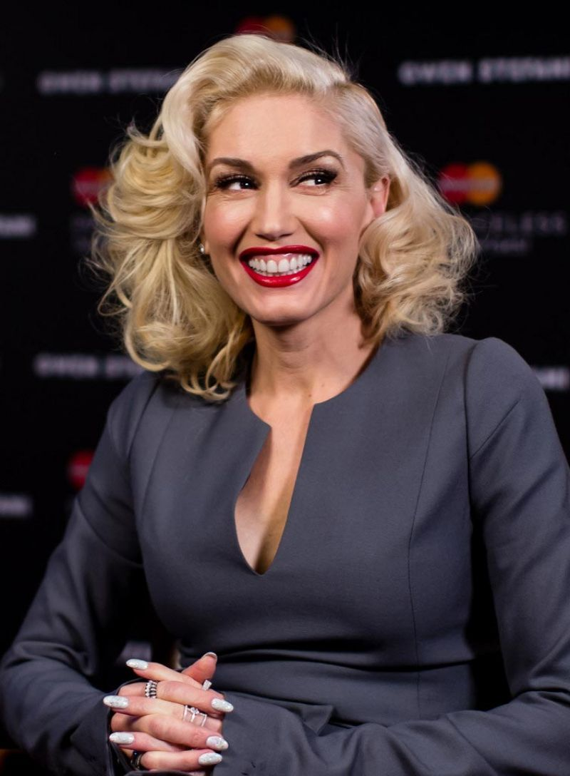 Gwen Stefani Mastercard Priceless Surprise Performance